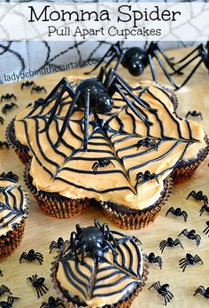 Momma Spider Pull Apart Cupcakes - Lady Behind the Curtain