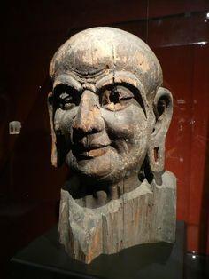 Es impresionante el alto nivel de detallismo que estos artistas tenían al tallar enormes rocas. #estatuas #arte #china #buddah