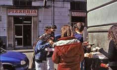 People eating pizz outside L'Antica Pizzeria da Michele, Naples. Eat Pray Love, Naples Italy, North London, Cool Places To Visit, Archaeology, Travel Tips, Good Things, People Eating, Restaurants