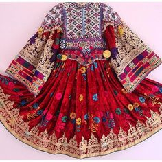 Embroidery from Afganistan Boho Chic, Hippy Chic, Ethnic Fashion, Asian Fashion, Boho Fashion, Costume Ethnique, Afghani Clothes, Balochi Dress, Afghan Girl