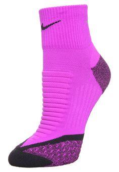 Chaussettes Nike Performance ELITE RUNNING CUSHION - Chaussettes de sport - vivid purple/black violet: 8,40 € chez Zalando (au 20/07/16). Livraison et retours gratuits et service client gratuit au 0800 915 207.