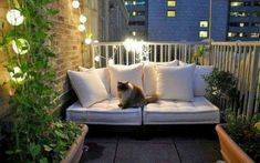 Cozy Small Apartment Balcony Ideas With Light Decoration 10