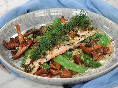 Röding med kantareller och brynt sesamsmör   Recept från Köket.se Rainbow Trout, Japchae, Green Beans, Seafood, Fish, Dinner, Vegetables, Ethnic Recipes, Twitter