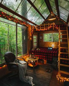 Tiny House Cabin, Log Cabin Homes, Tiny Houses, Cabana, Cabin In The Woods, Little Cabin, Cabins And Cottages, Cozy Cabin, Cozy Place