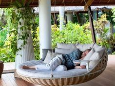 Free DIY Porch Swing Plans & Ideas to Chill in Your Front Porch - Dandj Home How to Decorate a swing bed on porch exclusive on dandj home decor Outdoor Porch Bed, Diy Porch, Outdoor Bedroom, Patio Bed, Porch Bench, Backyard Hammock, Outdoor Balcony, Outdoor Living, Hammocks
