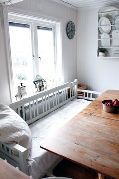 daybed as kitchen table bench