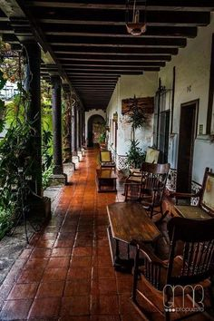 Hotel Posada de Don Rodrigo, Antigua Guatemala. How many family vacations did we… Hotel Posada de Don Rodrigo, Antigua Guatemala. How many family vacations did we we take here? Hacienda Style Homes, Spanish Style Homes, Spanish House, Spanish Colonial, Spanish Home Decor, Hacienda Decor, Spanish Revival, Patio Interior, Interior And Exterior