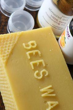 DIY | Lip Balm Homemade Lip Balm, Homemade Moisturizer, Diy Lip Balm, Face Scrub Homemade, Homemade Skin Care, Homemade Beauty, Diy Lip Gloss, Pure Oils, Food Labels