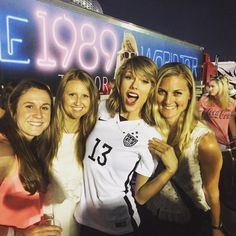 Backstage after the 1989 World Tour in East Rutherford night one! 7.10.15