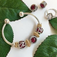 368 отметок «Нравится», 4 комментариев — Pandora Square One (@pandorasquareone) в Instagram: «Red and gold make a beautiful rich look for this bracelet 😍❤️ remember our OPEN BANGLE can be worn…»