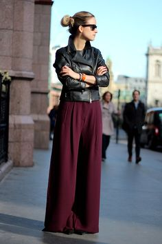 Puddle of wine. Wide Leg Pants, Baggy Pants, Wide Legs, Flare Jeans, 2014 Trends, 2015 Fashion Trends, Palazzo Trousers, Tailored Trousers, Plazzo Pants