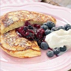 Amerikkalaiset pannukakut Yummy Treats, Sweet Treats, Yummy Food, My Favorite Food, Favorite Recipes, Joko, Sweet And Salty, I Love Food, Food Inspiration