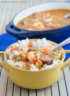 Celebrate Fat Tuesday with this Crock Pot Creole Jambalaya recipe. Taste the bayou in a big bowl of chicken, shrimp and sausage jambalya and white rice. Slow Cooker Soup, Slow Cooker Recipes, Crockpot Recipes, Cajun Recipes, Rice Cooker, Creole Jambalaya Recipe, Mardi Gras Food, Best Dinner Recipes, How To Cook Shrimp