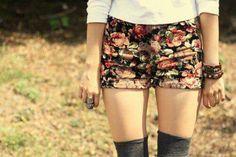 Floral shorts whit knee socks