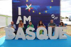 """Photocall de """"I am Basque"""" en el Alderdi Eguna 2013."""