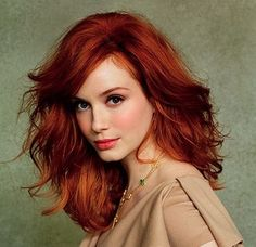 Christina Hendricks by Ruven Afanador. Maddy Reeves the heroine in my short story The Proposal looks like Christina Hendricks. Hair Styles 2014, Short Hair Styles, Butter Blonde, Corte Y Color, Beautiful Redhead, Gorgeous Hair, Beautiful Christina, Beautiful Women, Amazing Hair