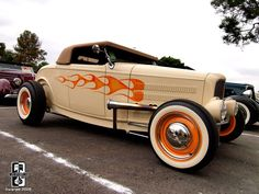Different but Cool Color Combo on this 32 Ford Hiboy Roadster Hot Rod