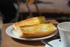 Pâine cu ulei de măsline – combinația ideală - Doza de Sănătate Tostadas, Brunch, Snack, Croissant, Hot Dog Buns, Olive Oil, Tapas, French Toast, Quinoa