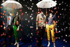 Vitrines temáticas de Inverno [2]                                                                                                                                                     Mais Antique Chandelier, Jean Top, Showcase Design, Window Design, Creative Decor, Trade Show, Retail Design, Visual Merchandising, Valentines