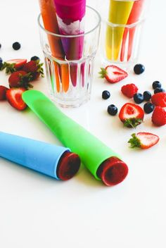 Triple Berry Smoothie Pops for Kids' Lunches // Simply Happenstance Vegetarian Paleo, School Lunches, Healthy Smoothies, Coffee Drinks, Berry, Snacks, Pop, Tableware, Summer