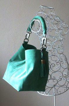 Modelo Rinlo en serraje verde musgo