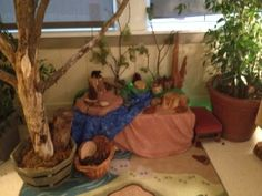 The Story Telling Table - a wonderful way to build storytelling in the classroom.