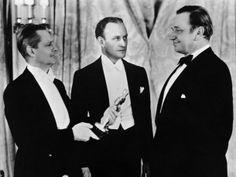 Wallace Berry con Lionel Barrymore y Conrad Nagel, maestro de ceremonias