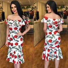 ✨COLEÇÃO FESTAS✨ Recebemos vestidos midis belíssimos para eventos especiais! Venham conferir... . . Vestido Midi floral:349,90 Tamanhos: P, M e G. . . #newsemporio #newcollection #partycollection #modafeminina #lojavarejo #vendaonline #moda #roupafeminina #vestidomidi #vestidofesta Sexy Dresses, Cute Dresses, Fashion Dresses, Spring Dresses, Indian Outfits, Classy Outfits, Shoulder Dress, Gowns, Couture
