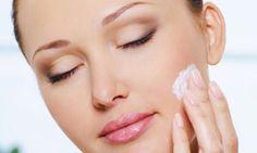 Como cuidar da pele aos 20 anos. Aos 20 anos pouco nos importamos com o cuidado da pele, e a verdade é que se começarmos a cuidar corretamente dela nesta idade, poderemos conseguir uma pele excelente na maturidade. Ou seja, a década ...