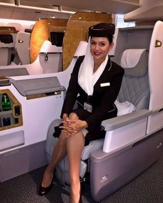 Aviation et Pinup ! - Page : 246 - Salon de discussion - FORUM Les clubs Cool Tights, Emirates Cabin Crew, Emirates Airline, Emirates A380, Pin Up, Flight Attendant Life, Dating Girls, Pantyhose Legs, Sexy Stockings