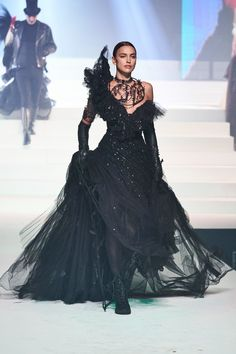 Jean Paul Gaultier Spring Summer 2020 Haute Couture fashion show at Paris Couture Week Haute Couture Looks, Haute Couture Paris, Style Couture, Haute Couture Dresses, Spring Couture, Haute Couture Fashion, Couture Week, Jean Paul Gaultier, Paul Gaultier Spring