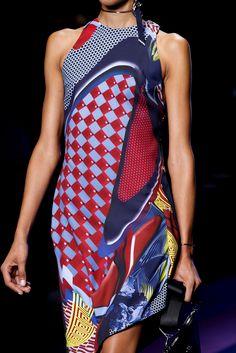Sfilata Versace Milano - Collezioni Primavera Estate 2017 - Dettagli - Vogue