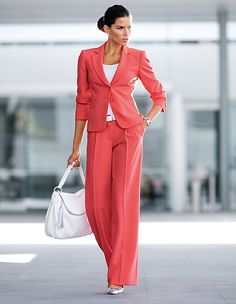 Ein Outfit für den selbstbewussten Business-Look! Red Trousers, Trouser Suits, Wide Leg Trousers, Trousers Women, Blazers For Women, Suits For Women, Madeleine Fashion, Business Look, Business Casual