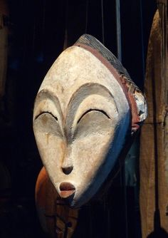 Masque blanc Punu-Gabon - African art - Wikipedia, the free encyclopedia Statue Art, Afrique Art, Art Tribal, African Sculptures, Art Premier, Tribal African, Masks Art, African Masks, Art Moderne