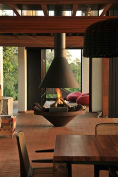#Serrurier #Sartrouville http://serruriersartrouville.lartisanpascher.com/ A centrally located fireplace in a home in Brazil.