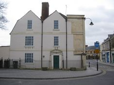 Located in Roundstone St in Trowbridge, UK, this trompe l'oeil is thought to be the biggest in the country. The realistic house design, created by artist Roger Smith and Wiltshire Steeplejacks, was installed on the blank wall in October 2003 to commemorate the 25th anniversary of Trowbridge civic society.