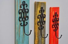 Distressed Wall Hook Coat Rack (like this better than leaving the pallet together) Pallet Wall Decor, Distressed Walls, Decor Crafts, Home Decor, Diy Crafts, Wall Hooks, Wall Décor, Swirl Design, Furniture Projects