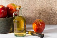 Research on apple cider vinegar and blood pressure is limited. Here's what you need to know about the benefits of apple cider vinegar for blood pressure before you sip. Apple Cider Vinegar Remedies, Apple Cider Vinegar For Skin, Apple Cider Vinegar Benefits, Health Remedies, Home Remedies, Natural Remedies, Foot Fungus Treatment, Kebab, Nail Fungus
