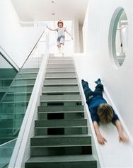 Sometimes stairs can be very boring. That is why some creative people decide to make indoor slides. Indoor slides are very fun and exciting. Style At Home, Deco Design, Design Case, Stair Slide, Stairs With Slide, Indoor Slides, Take The Stairs, Stairway To Heaven, Home Fashion