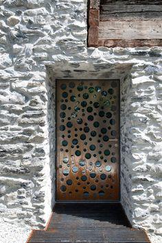 Una Casa De Madera En Suiza/ Among Vineyards: House In Switzerland