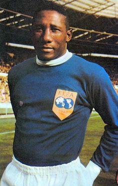 Djalma Santos foi o único Brasileiro convocado para a Seleção da FIFA que reunia os melhores do Mundo, 1963.