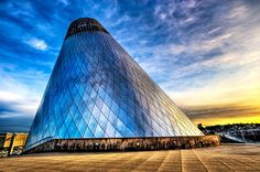 This is now on my bucket list: the Museum of Glass located on the Tacoma, Washington waterfront that houses many fine works from the world renowned glass master, Dale Chihuly. Tacoma Washington, Washington State, Western Washington, Amazing Architecture, Museum Architecture, Modern Architecture, Glass Museum, Before Sunset, Volcano