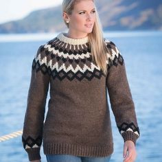 Katalog 1309 - Viking of Norway Winter Jumpers, Winter Sweaters, Cozy Sweaters, Sweater Knitting Patterns, Knitting Sweaters, Knitwear Fashion, Afghan Patterns, Winter Outfits, Girl Fashion
