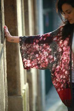 HANA Beautiful hand made kimono. Japanese blossom flowers in cotton. 40€ niwa.myshopify.com
