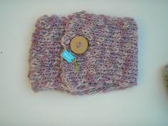 Cuello 100% lana tejido a palillo con botón de madera