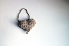 Srdiečko – béžové šedé - srdiečko uháčkované z bavlny a vyplnené dutým vláknom.  Vhodné ako dekorácia na zavesenie. Instagram Bio, Make It Yourself, Earrings, How To Make, Handmade, Jewelry, Fashion, Ear Rings, Moda