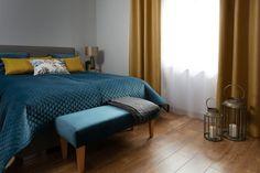 Nádherná spálňa v kolekcii Velvet doplnená zlatými závesmi.  #prehoz#zavesy#zaclona#lavica#vankuse#zlata#modra Bed Sheets Online, Cheap Bed Sheets, Linen Bedding, Indigo, Autumn Bedding, Furniture, Home Decor, Count, Design