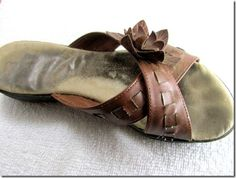 How to remove the dirty foot imprints on the soles of sandals