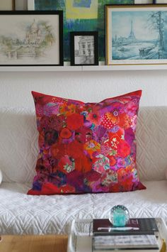 My Quilts and Me: A Flower-Friday of a different kind Hexagon Quilt, Quilt Block Patterns, Pattern Blocks, Quilt Blocks, Hexagons, Patchwork Pillow, Quilted Pillow, Patchwork Quilting, Quilting Ideas