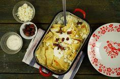 Túrós csusza házi tésztával, ami úgy csúszik igazán, ha sok rajta a tejföl! ;) Hungarian Recipes, Hungarian Food, Ravioli, My Recipes, French Toast, Muffin, Dairy, Cheese, Breakfast
